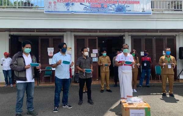 Satgas Covid-19 Tana Toraja Menerima Bantuan Masker Kain dari Fakultas Pertanian UKI Toraja