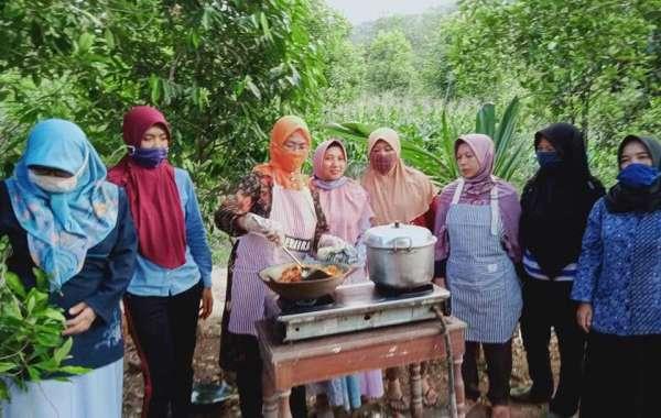 Dorong masyarakat Dusun Pogoh tingkatkan Potensi Ekonomi Rakyat, Perwira Nganjuk gelar Cooking Class