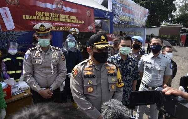 Dalam Rangka HUT Bhayangkara ke-74 Polres Bogor Gelar Rapid Test Drive Thru Di Samsat
