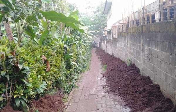 Warga Mengger Kesal, Jalan Lingkungan Digunakan Tempat Buang Tanah Galian
