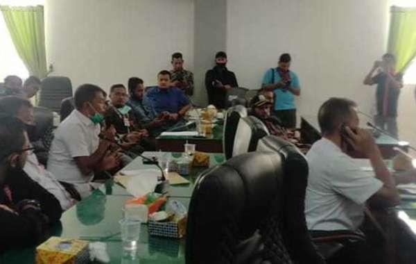 Yahya Boh Kaye Bagi - Bagi Duit ke Puluhan Wartawan Rp. 200 Ribu, Usai Rapat BIMTEK