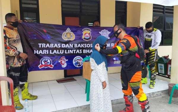 Jelang Hari Lalu Lintas Bhayangkara Ke-65,Ditlantas Polda Banten Gelar Bakti Sosial