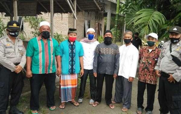 Kasat Binmas AKP Syafi,i dan Tokoh Agama Berikan Masker Gratis Kepada Komunitas Perwiritan