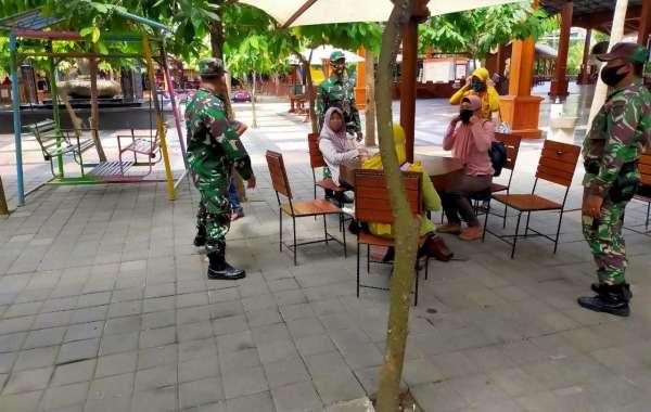 Anggota Koramil 0808/10 Kademangan Himbau Pengunjung Wisata Untuk Patuhi Protokol Kesehatan Covid-19
