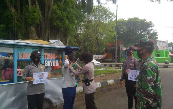 Bagops Polres Serang Kota Bagikan Ratusan Masker