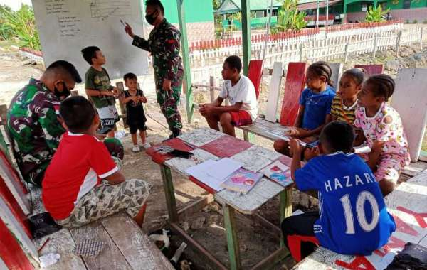 Konsisten Tingkatkan Kualitas Belajar, Satgas Yonif Raider 100/PS Pos Yamara Gelar Bimbingan Belajar