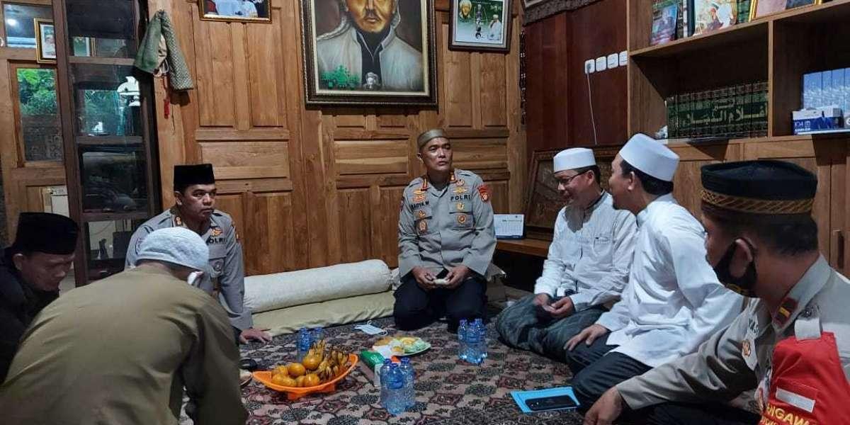 Pesantren An- Nuriyah dan Nurul Amanah, Jagakarsa Dapat Bantuan Dirbinmas Polda Metrojaya Beras 2 Ton Masker 4000 pcs