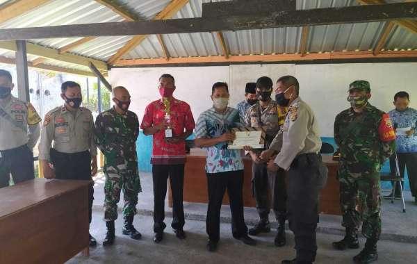 Polres Sumbawa Serahkan Piagam Dan Tropy Kapolda NTB Pemenang Lomba Kampung Sehat