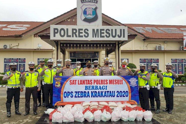 Ops Zebra Krakatau Tahun 2020, Satlantas Polres Mesuji Bagikan Sembako - WARTA BHAYANGKARA