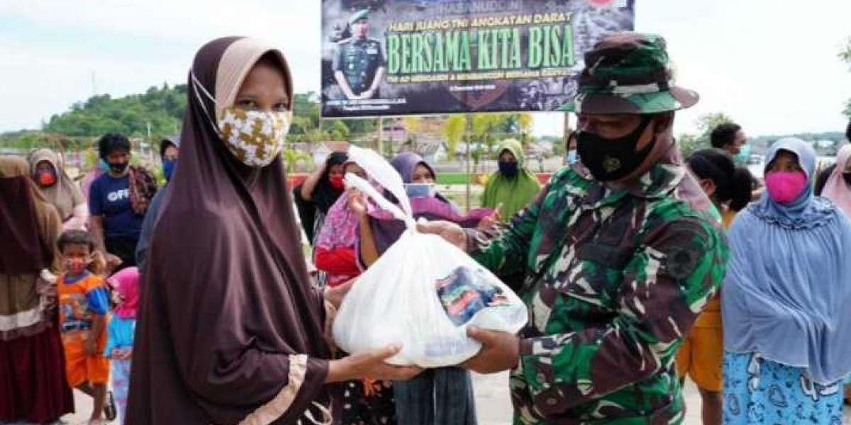 Hari Juang TNI AD Saat COVID-19, Mayjen TNI Andi Sumangerukka Bagikan 6.750 Sembako