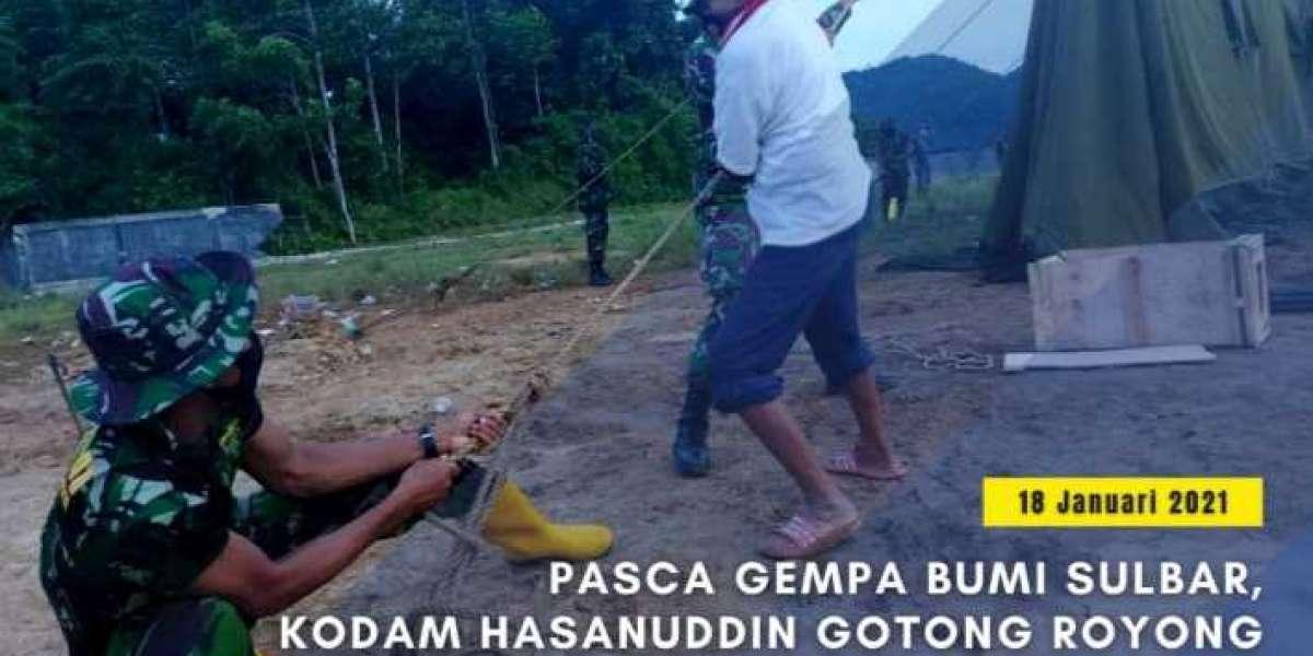 Pasca Gempa Bumi Sulbar, Kodam Hasanuddin Gotong Royong Dirikan Tenda Bersama Warga