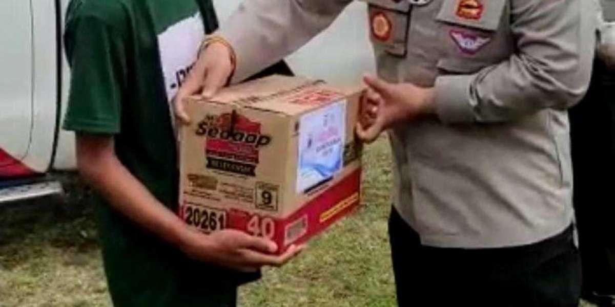 Ditlantas Polda Banten Bagikan Sembako dan Santunan di Yayasan Anak Yatim Masjid Al - Ikhlas