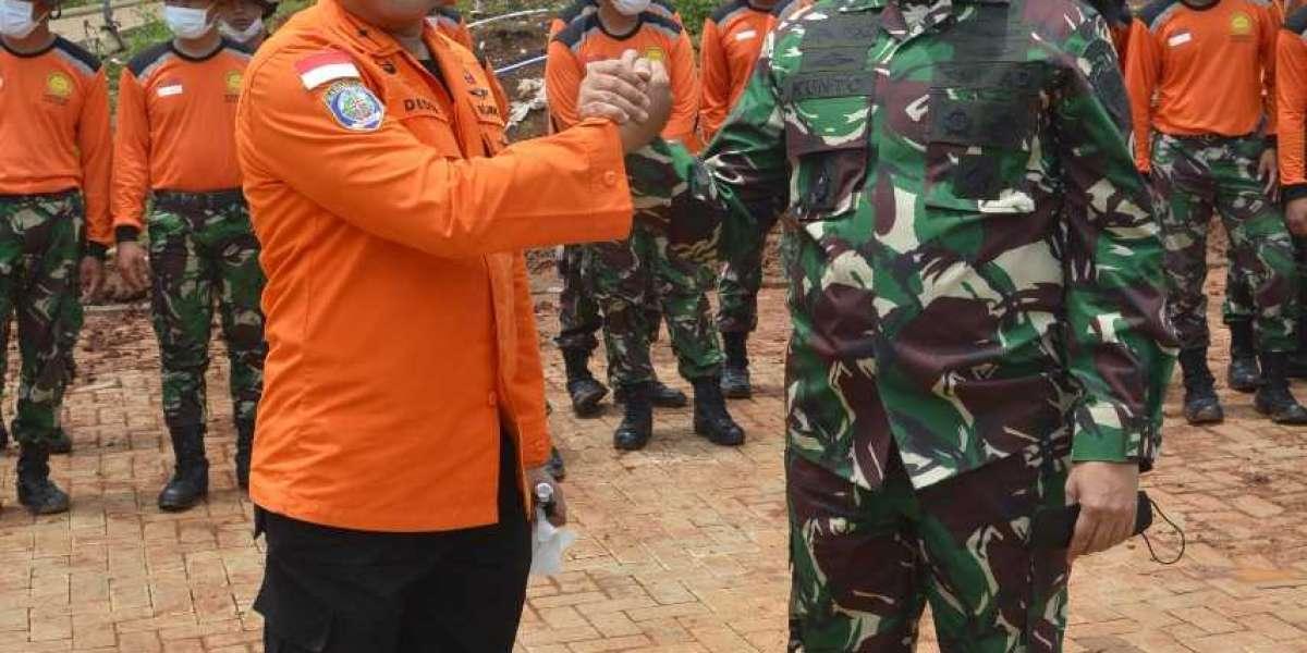 Kasrem 062/Tn Dampingi Kasdam III/Slw Tutup Giat Latihan Potensi SAR Antara Kodam III /Slw Dan Basarnas Ta.2021