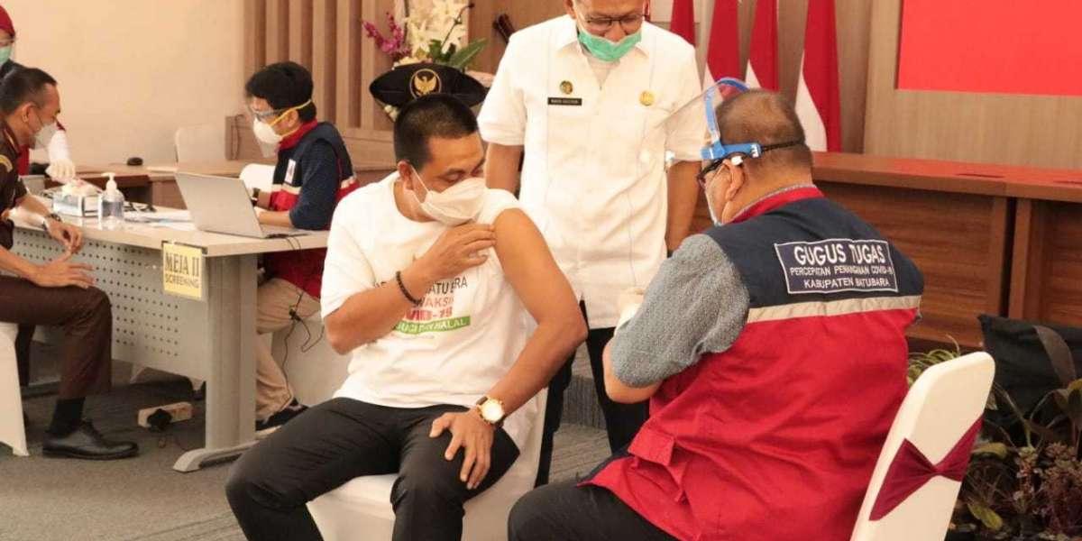 Ketua DPRD Kabupaten Batu Bara Terima Suntik Vaksin Sinovac Yang Perdana