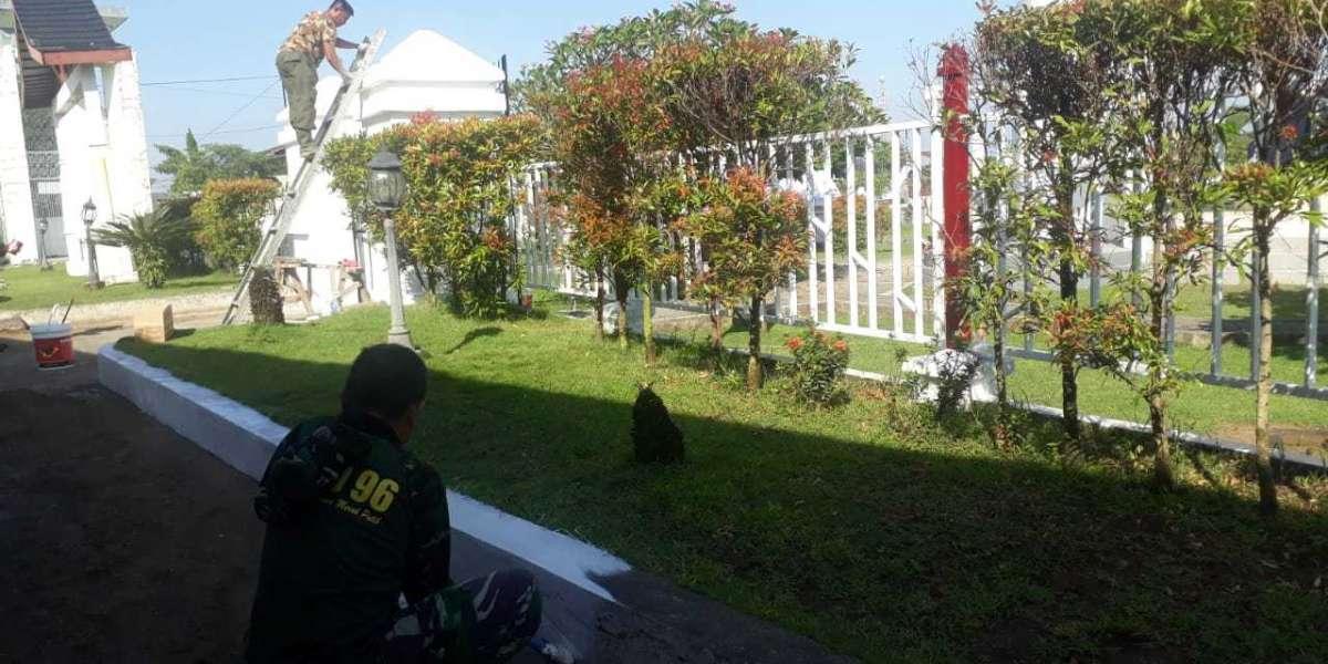 Personel Kodim Gowa Lakukan Karya Bakti di Kompleks Makam Sultan Hasanuddin