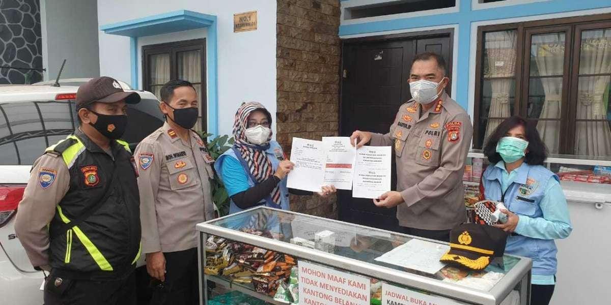 Antisipasi Warga DKI Jakarta Kembali Mudik, Kapolda Metro Bagi 10 Kotak Masker Medis